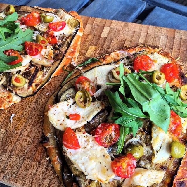Naanpizza met aubergine