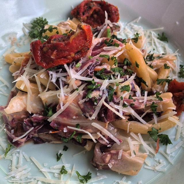Romige pasta met raddichio en spek