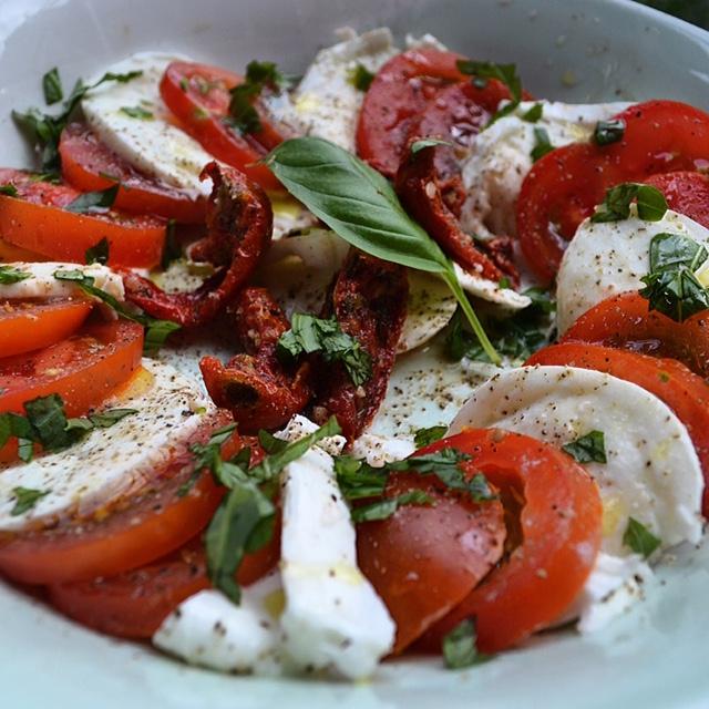 Tomaat mozzarella (extreem onorigineel, maar wel super lekker!)