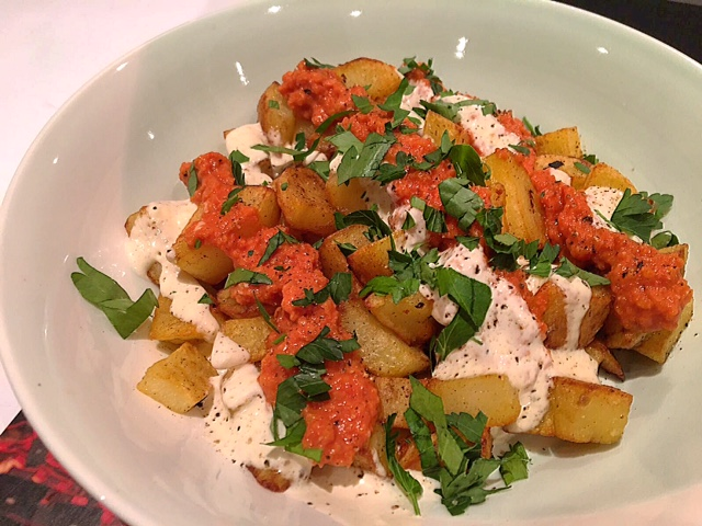 Patatas Bravas met tomatensaus en knoflooksaus