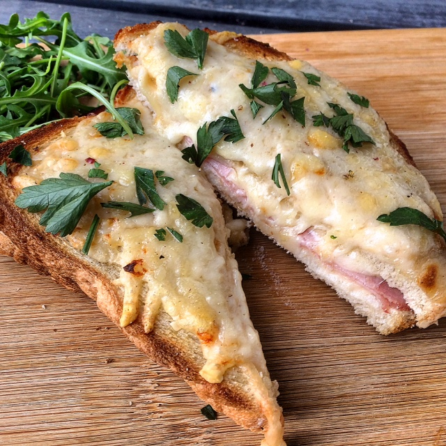 Croque Monsieur met peterselie