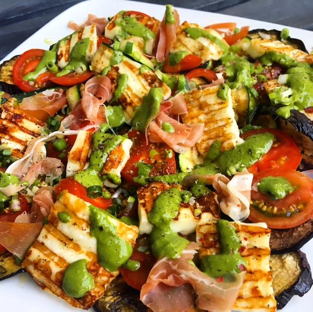 Gegrilde groenten salade met halloumi